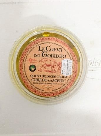 Queso de leche cruda curado en aceite de La Cueva del Torilejo - Sabor Granada