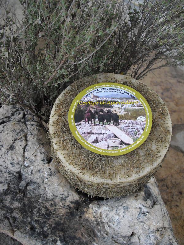 Queso curado a las plantas aromáticas El Aserradero - Sabor Granada