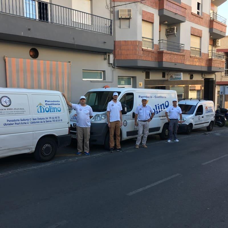 Repartidores de la panadería confitería Molino - Sabor Granada