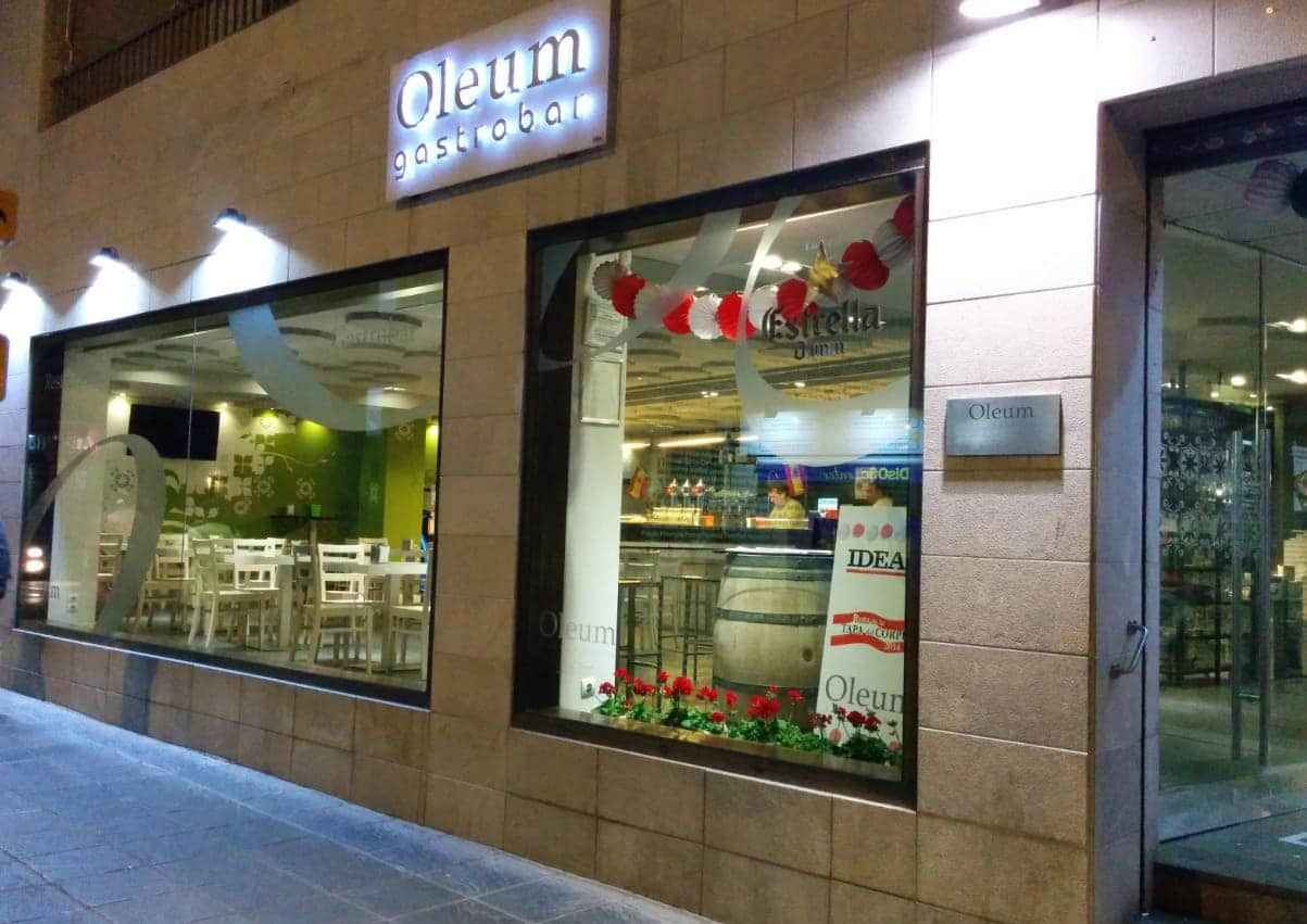 Fachada exterior del Restaurante Oleum - Sabor Granada
