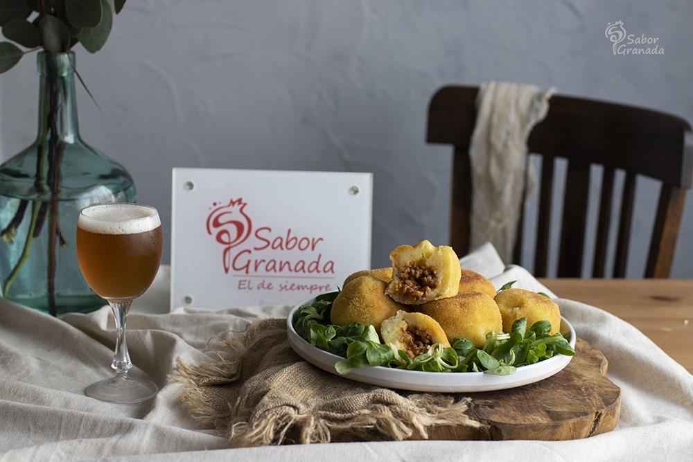 Receta para hacer bombas picantes de patatas - Sabor Granada