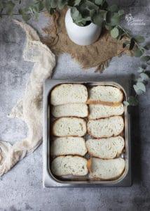 Pan para hacer las torrijas tradicionales en la fuente al revés para empapar bien por los dos lados - Sabor Granada