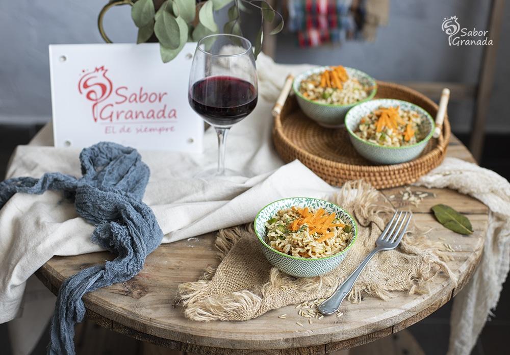 Receta de ensalada de arroz integral con verduras - Sabor Granada