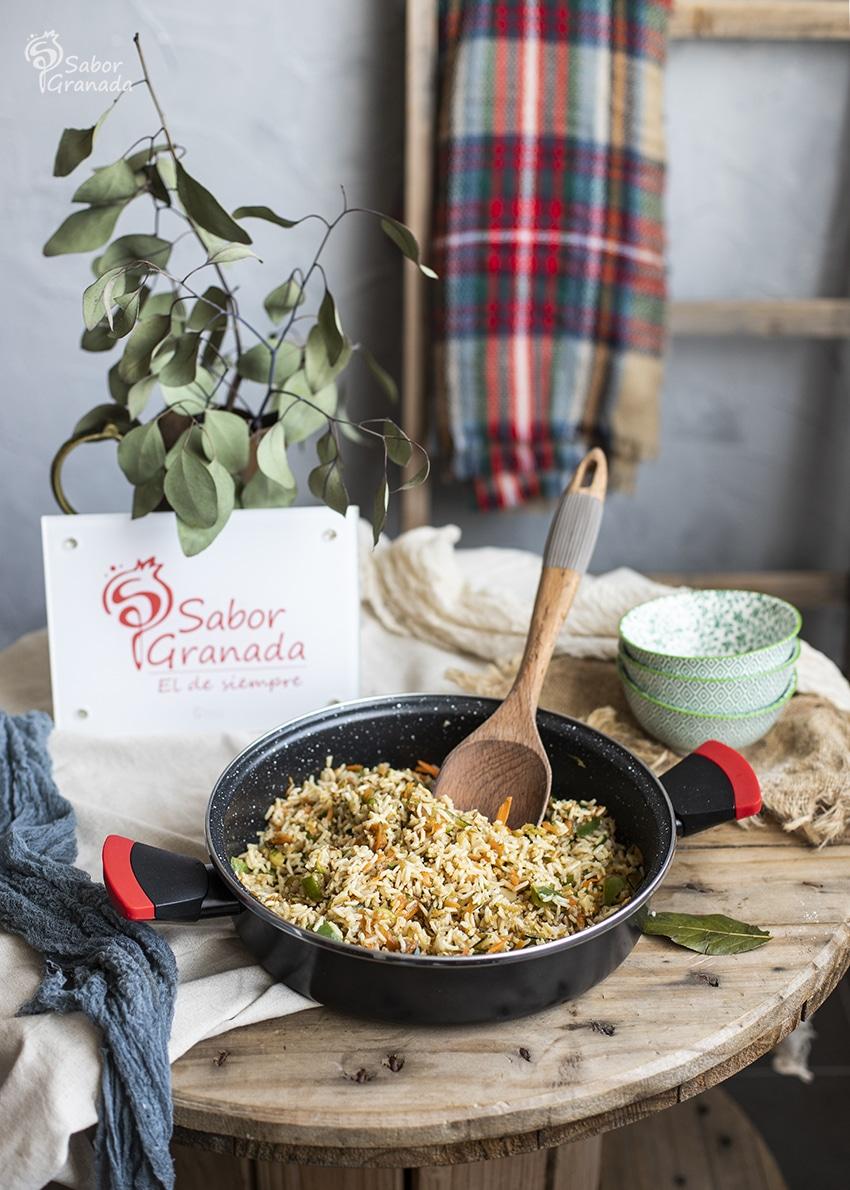 Ensalada de arroz integral con verduras - Sabor Granada
