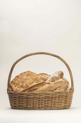 Panes varios en cesta - Sabor Granada
