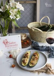 Calabacines rellenos de cherry y queso al ajo negro - Sabor Granada