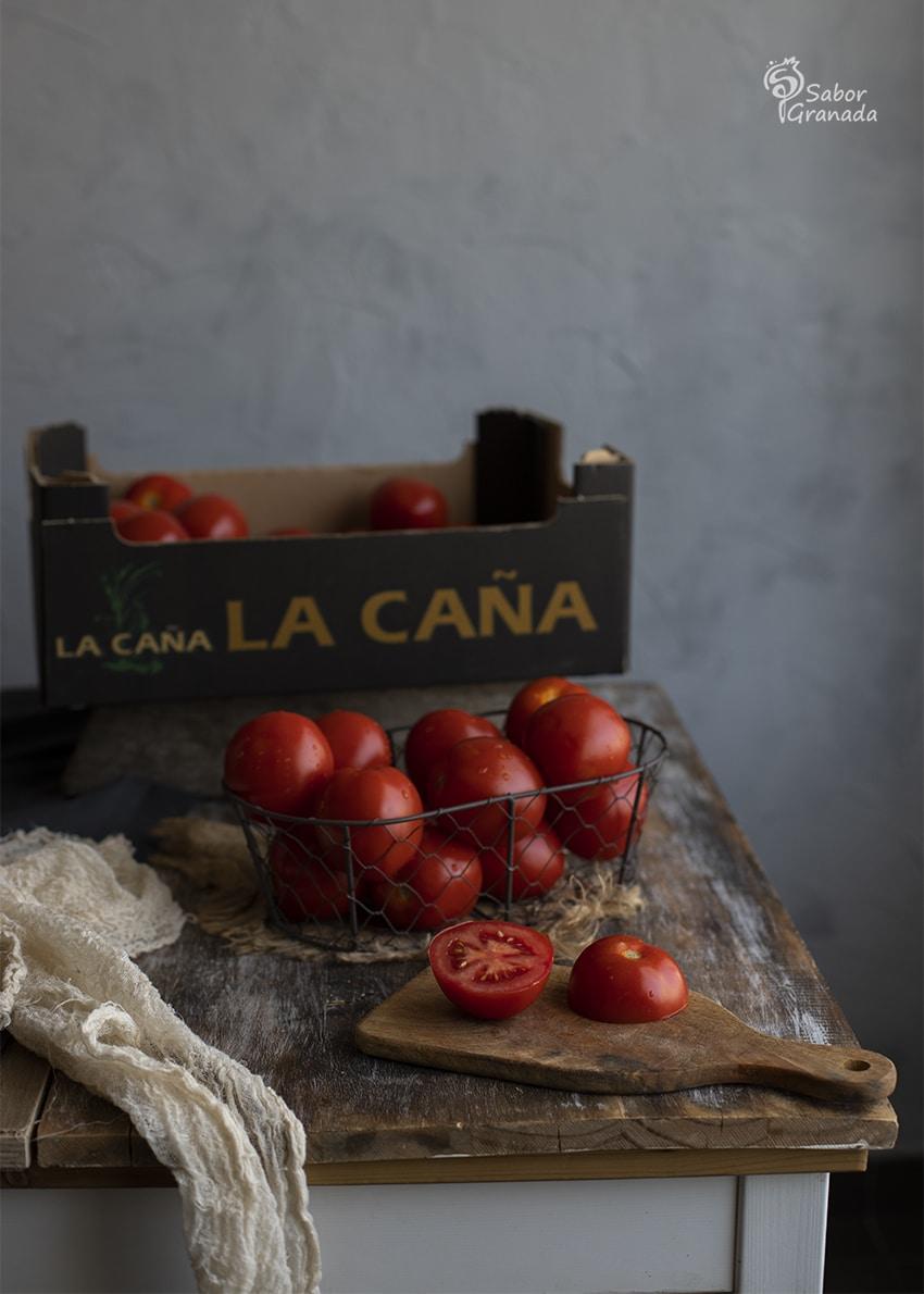 Tomates La Caña para hacer el carpaccio de tomate con anchoas y pistachos - Sabor Granada