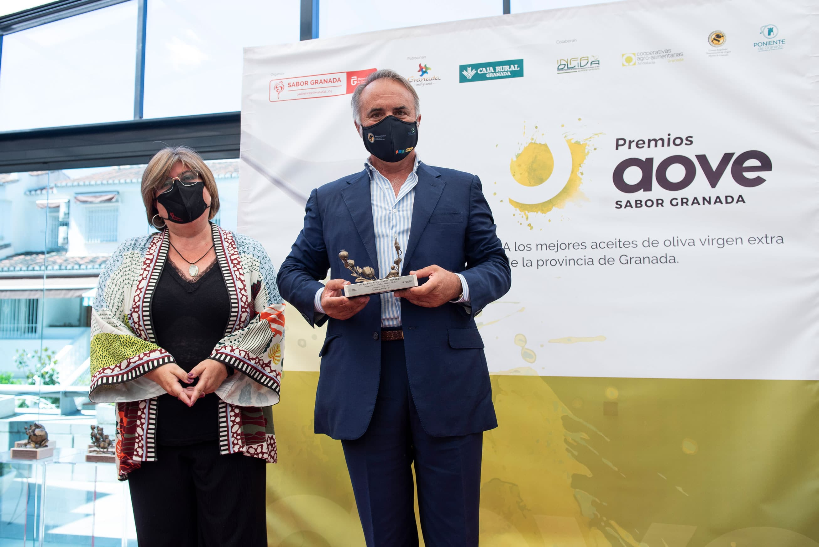 Aceites Campopineda recoge su premio en la categoría Convencional Frutados Verde Medios de la Séptima Edición de los Premios AOVE Sabor Granada