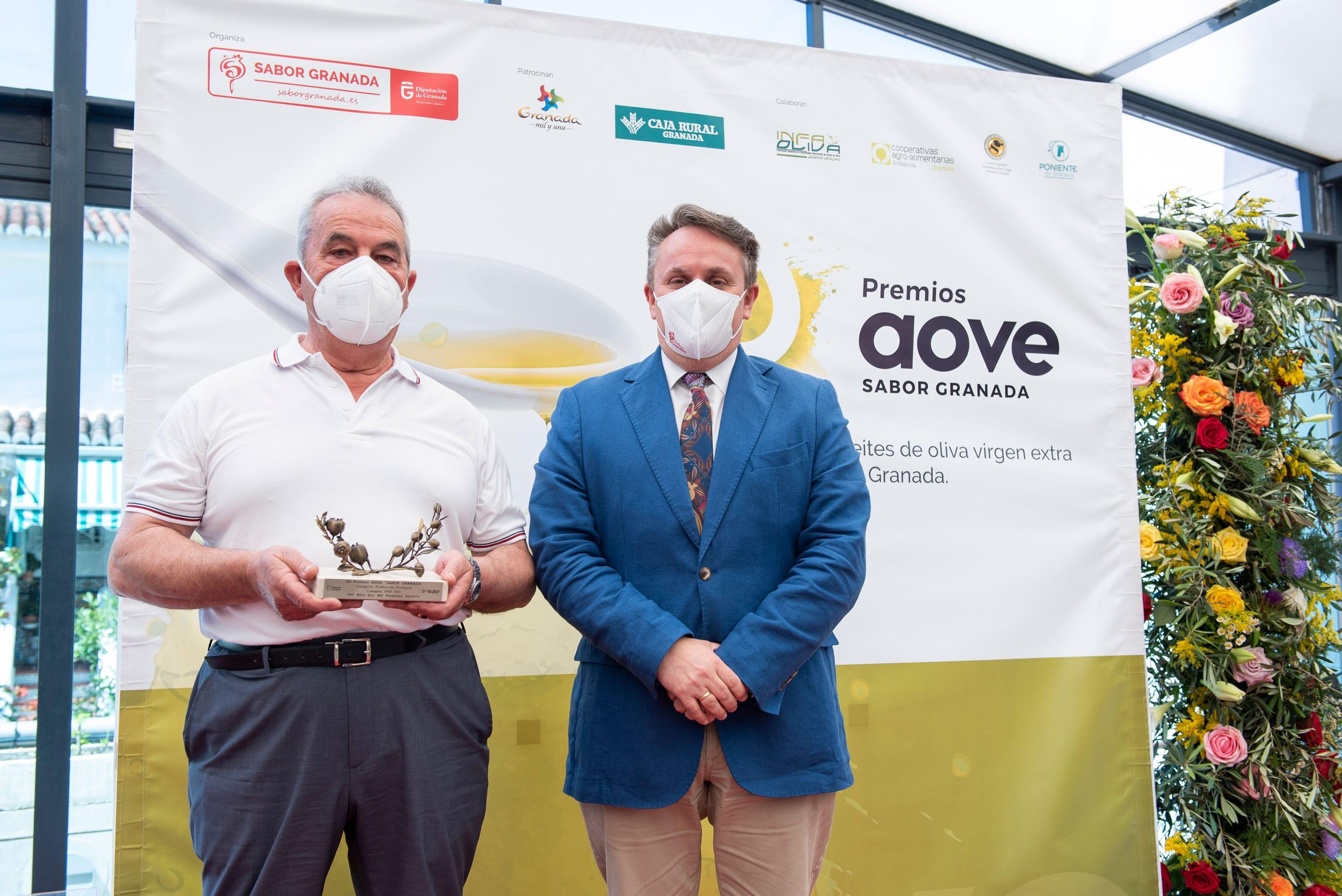 Nuestra Señora del Perpetuo Socorro de Diezma recoge su premio a la Producción Ecológica de la Séptima Edición de los Premios AOVE Sabor Granada