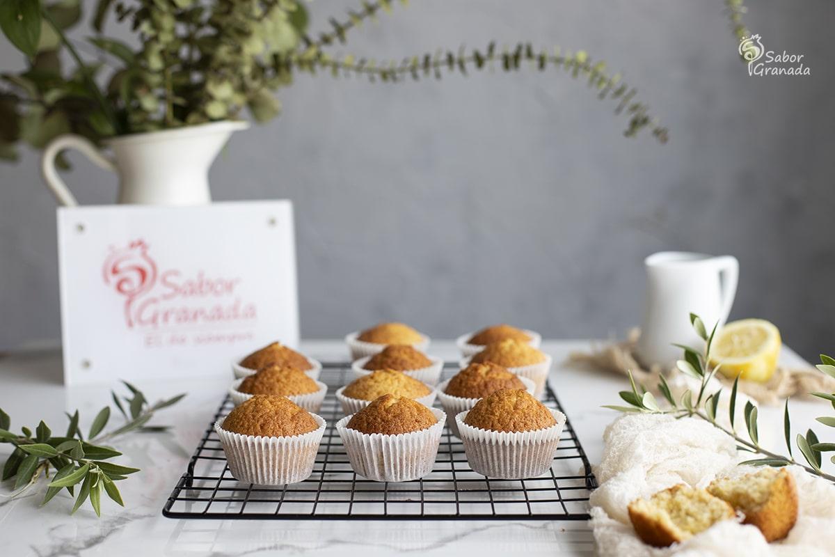 Receta para hacer magdalenas de AOVE y limón - Sabor Granada