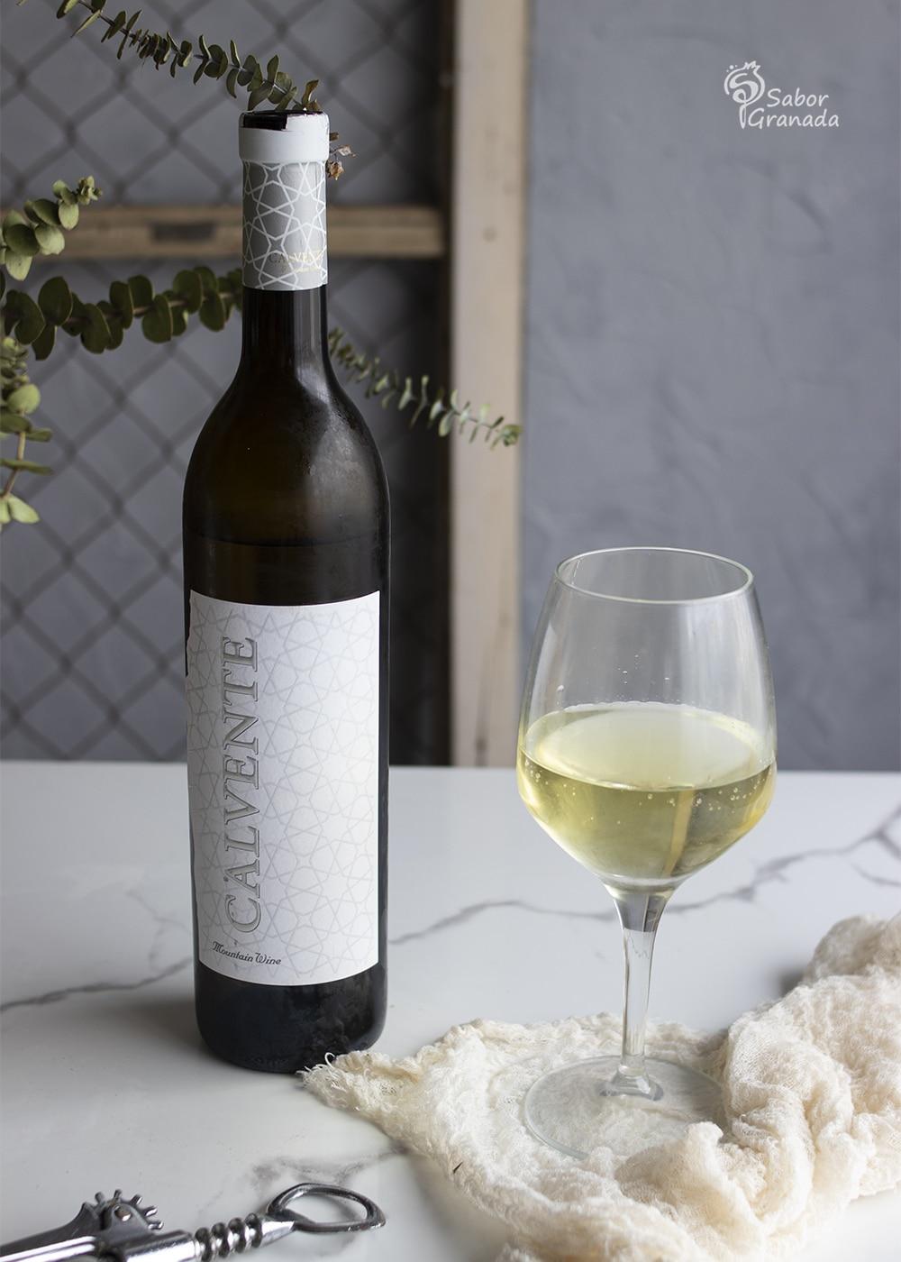 Vino blanco seco Calvente de Bodegas Calvente para maridar espaguetis con langostinos y tomates secos - Sabor Granada