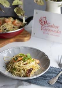 Espaguetis con langostinos y tomates secos - Sabor Granada