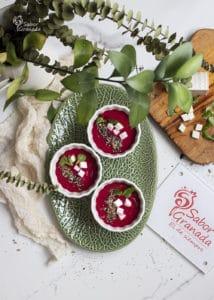 3 platos de salmorejo de remolacha - Sabor Granada