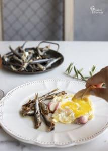 Espichás con huevos fritos - Sabor Granada