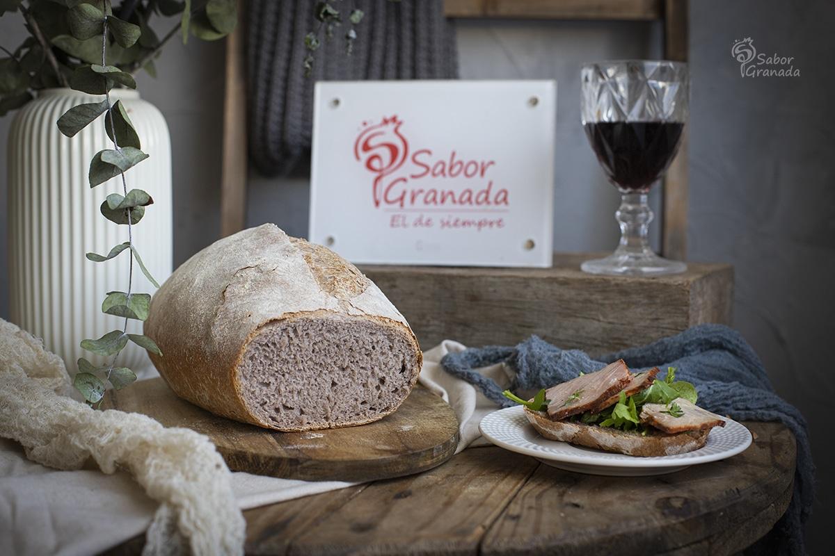 Receta para hacer un pan de vino tinto - Sabor Granada
